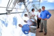 Queensland Premier Anna Bligh and Victorian Premier John Brumby tour Nevada Solar One's facility